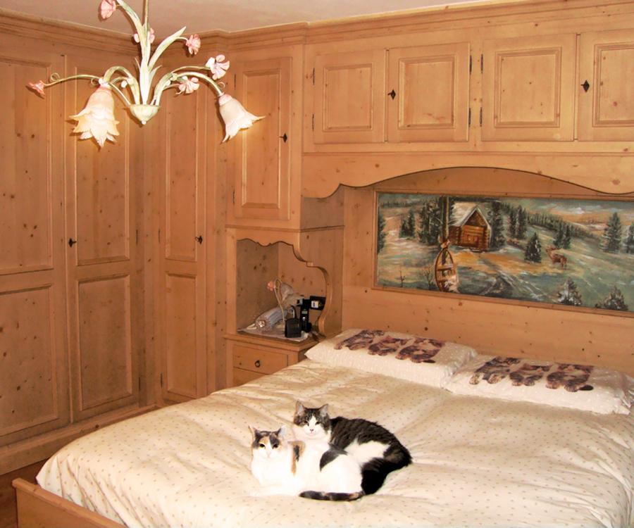 Camera Matrimoniale In Legno.Camera Matrimoniale In Stile Artigiana Arredi Produzione Mobili